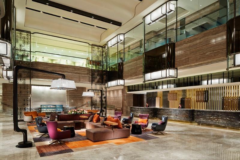 Lobby Royal Plaza Hotel