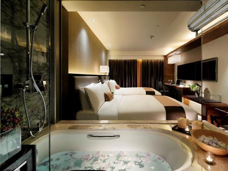 Room Royal Plaza Hotel