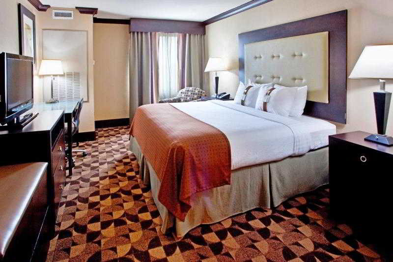 Holiday Inn Hotel & Suites - Room - 23