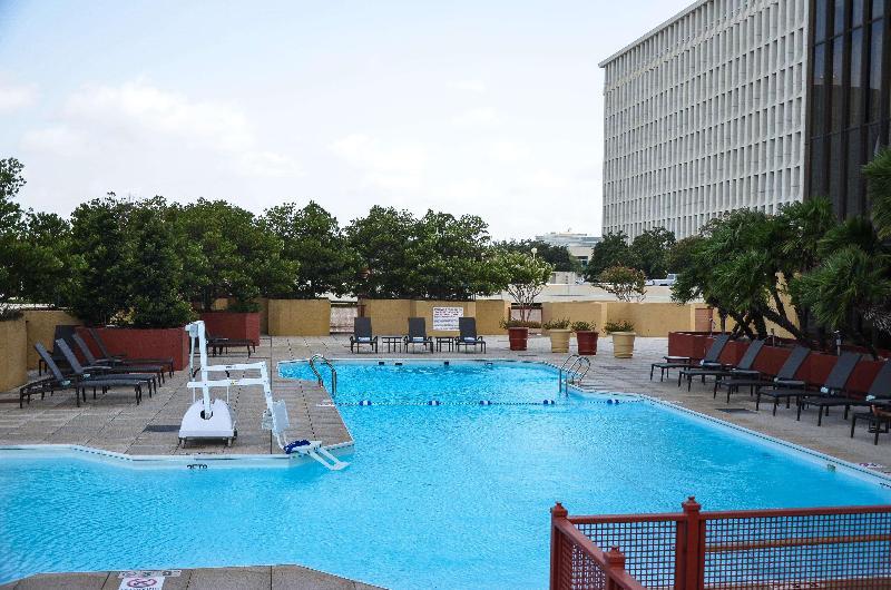 Pool Doubletree Houston Greenway Plaza