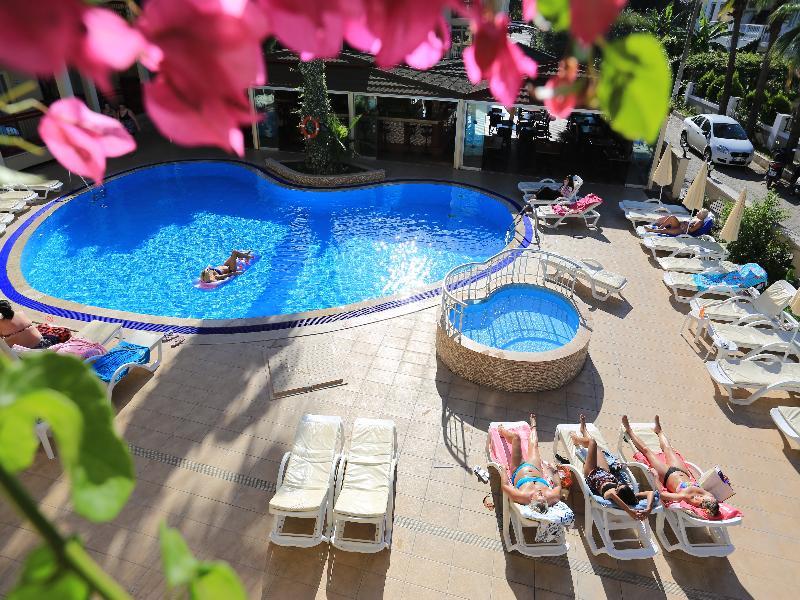 Pool Club Amaris