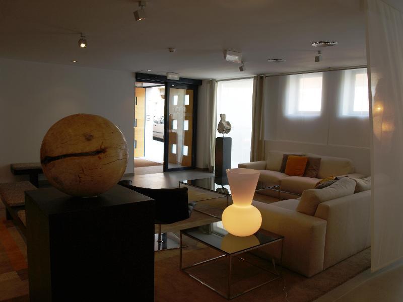 Lobby Eco Alcala Suites