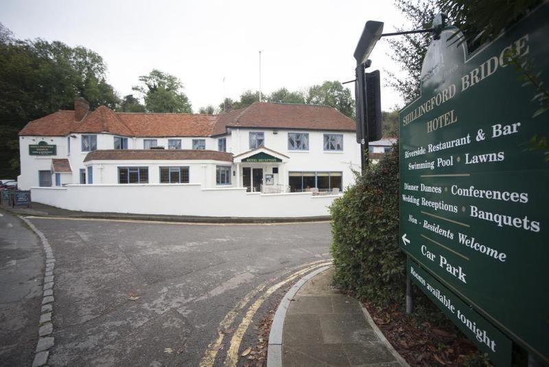 General view Shillingford Bridge Hotel