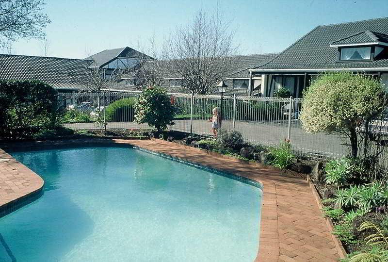 Pool Oakwood Manor
