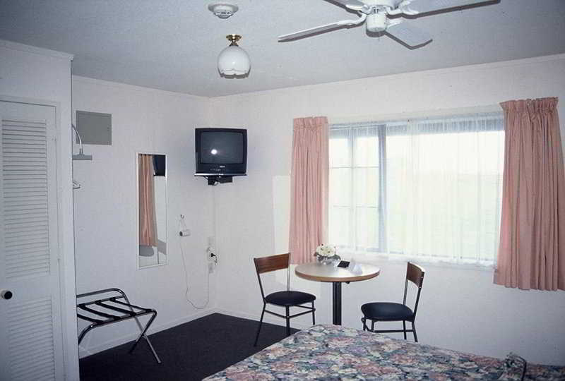 Room Oakwood Manor