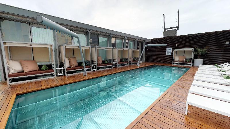 Pool Melia Barcelona Sky