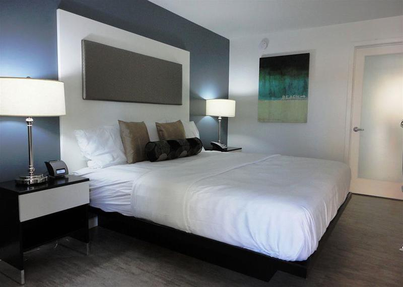 La Breeze Inn & Suites - Room - 0