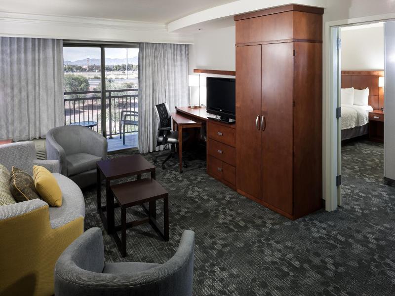 Room Courtyard Phoenix West - Avondale