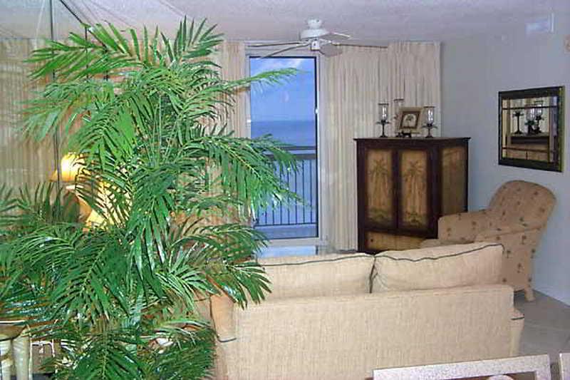 Room Resortquest Rentals At Pelican Beach Resort