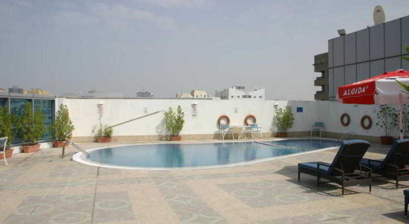 Pool Grand Excelsior Hotel Sharjah