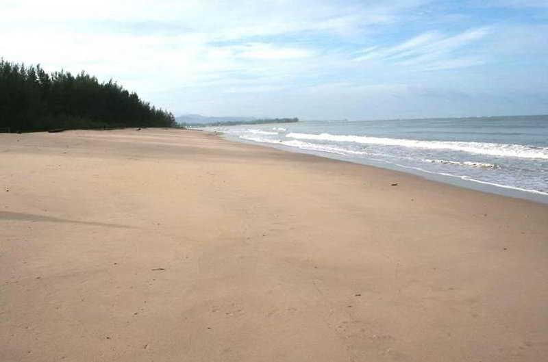 Beach Tacola Resort & Spa
