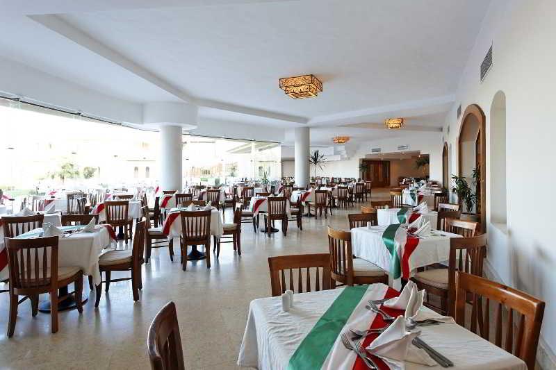 Restaurant The Three Corners Fayrouz Plaza