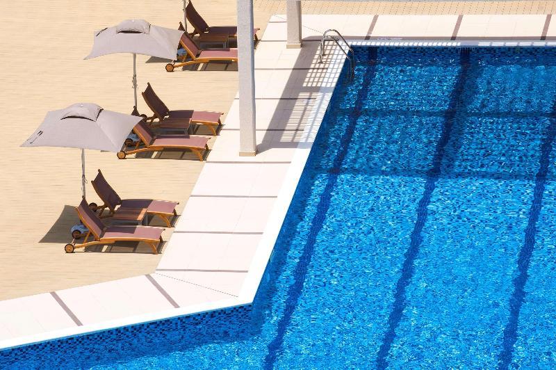 Pool Hilton Garden Inn Ras Al Khaimah
