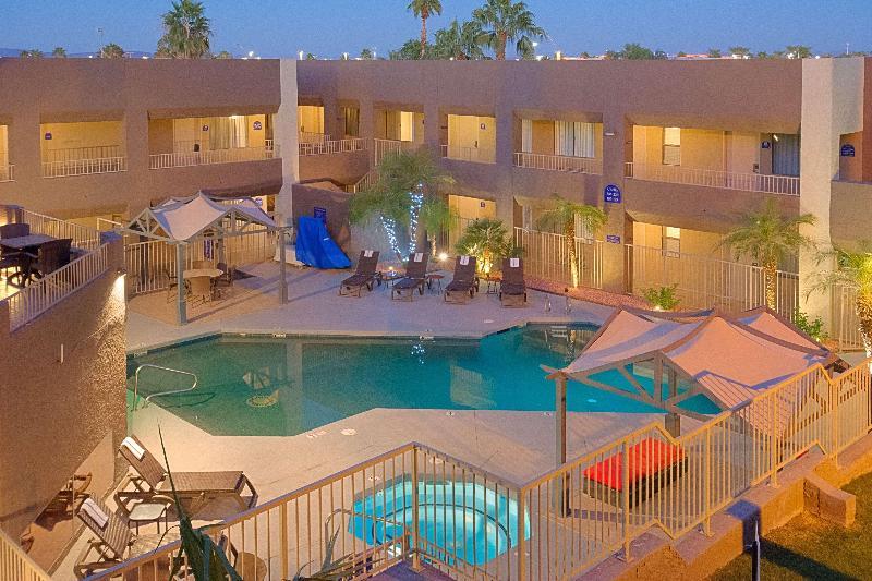 Pool Best Western Plus Inn Suites Yuma Mall