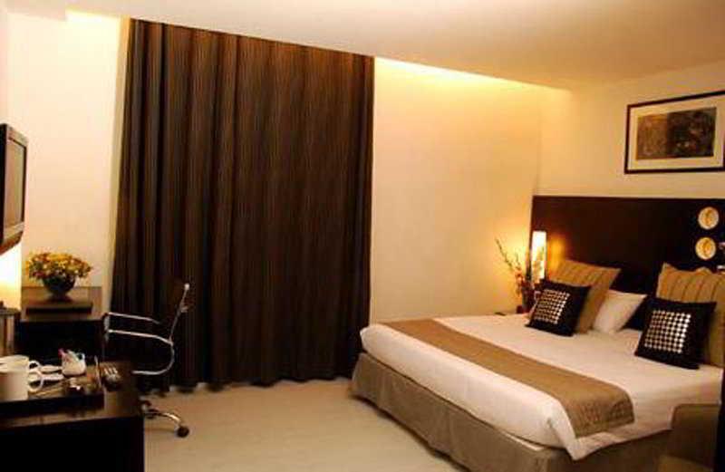 Room Thirty Three 33