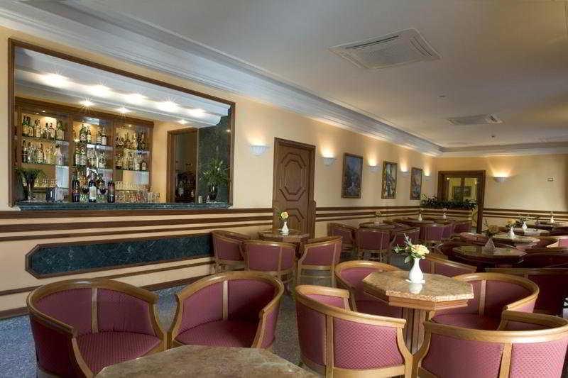 Bar Ascot