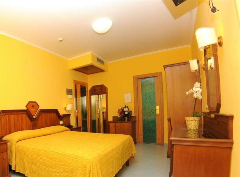 Room Ascot