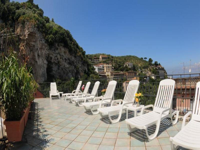 Terrace Ascot