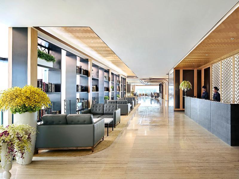 Lobby Island Pacific Hotel