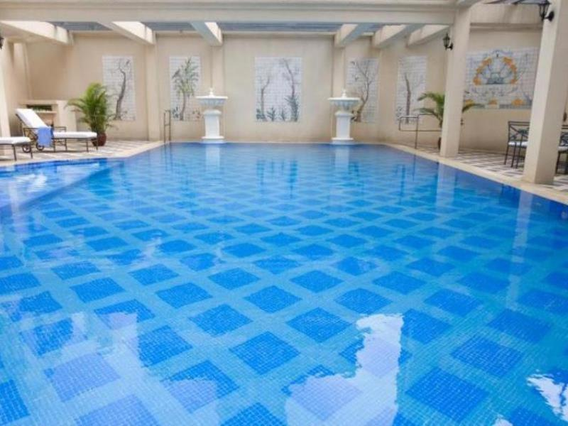 Pool Island Pacific Hotel