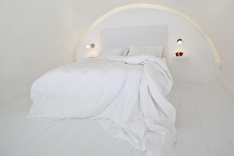 Katikies Santorini -The Leading Hotels