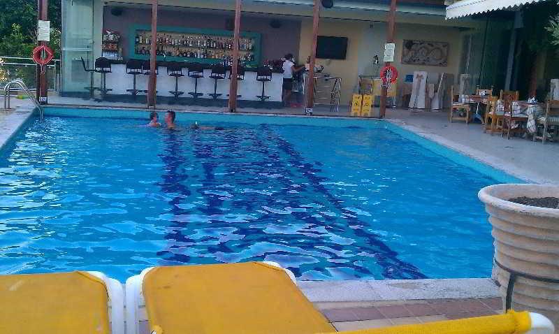Pool John & George