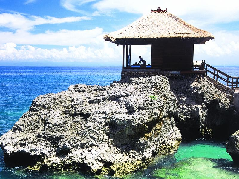 Spa: The Thermes Marins Bali Spa regularly wins international awards and features an Aquatonic Seawater Therapy Pool, apparently the world's largest.