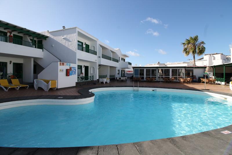 Cheap holidays to elena apartamentos puerto del carmen - Cheap hotels lanzarote puerto del carmen ...