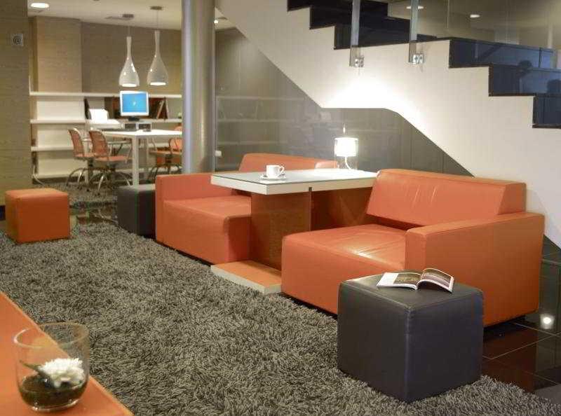 Lobby Nh Barcelona Fira Suites