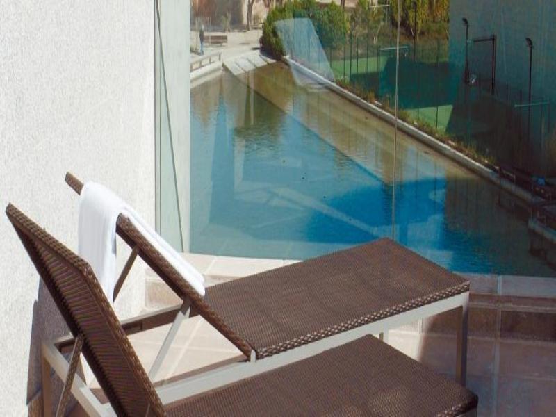 Pool Nh Barcelona Fira Suites