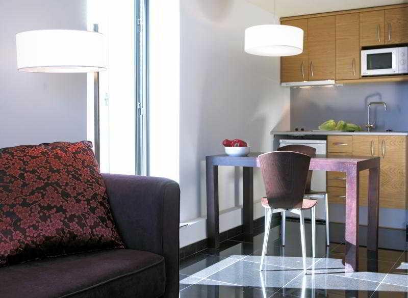 Room Nh Barcelona Fira Suites