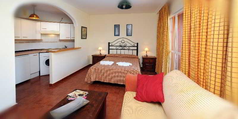 Room Leo Islamar