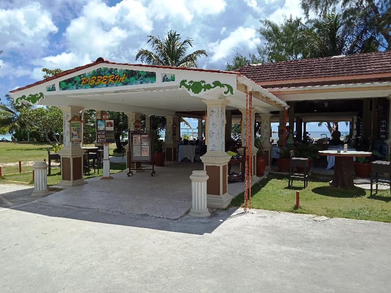 Bar Berjaya Praslin Beach