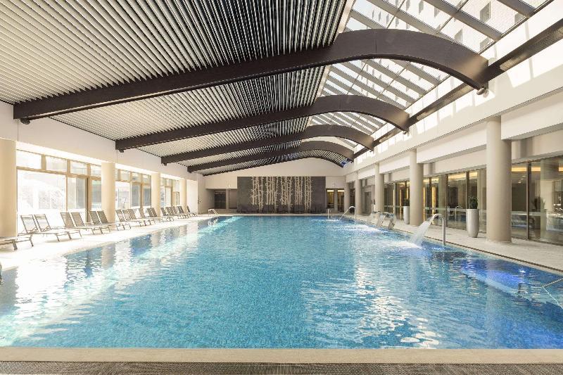 Pool Ramada Plaza Bucharest