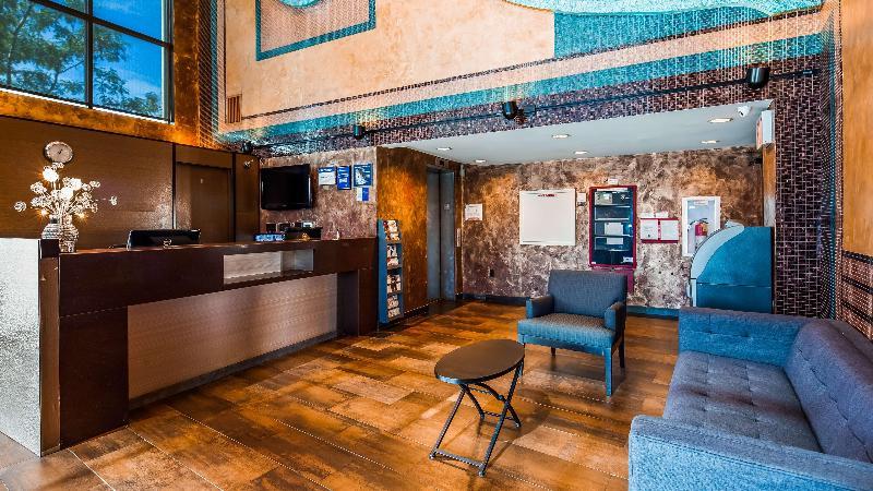 Lobby Best Western Plus Brooklyn Bay