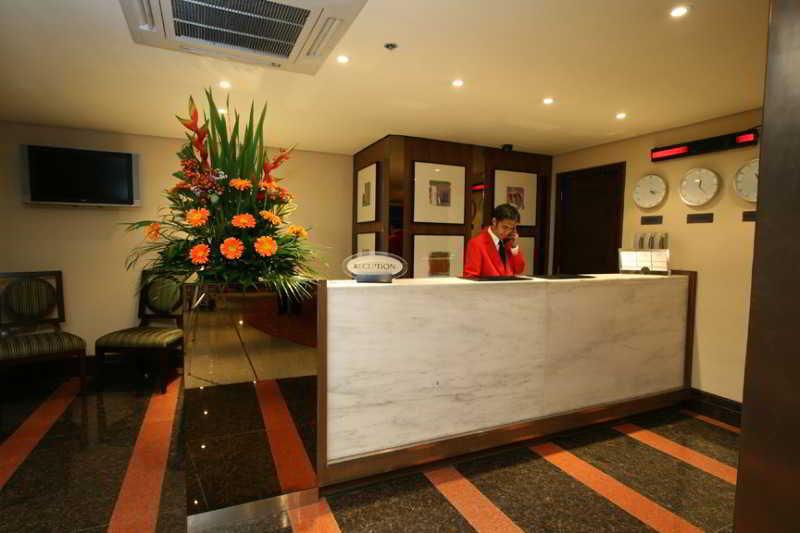 Lobby Crown Regency Hotel - Makati