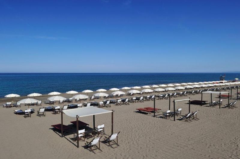 Beach Tombolo Talasso Resort