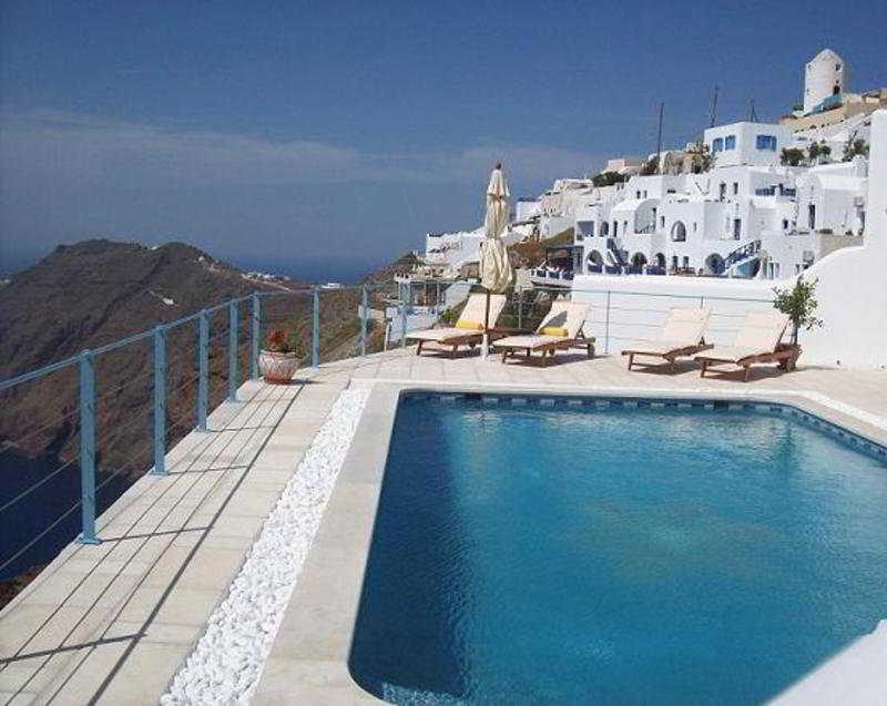 Pool Absolute Bliss Imerovigli Suites