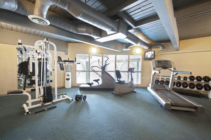 Sports and Entertainment Tonquinn Inn