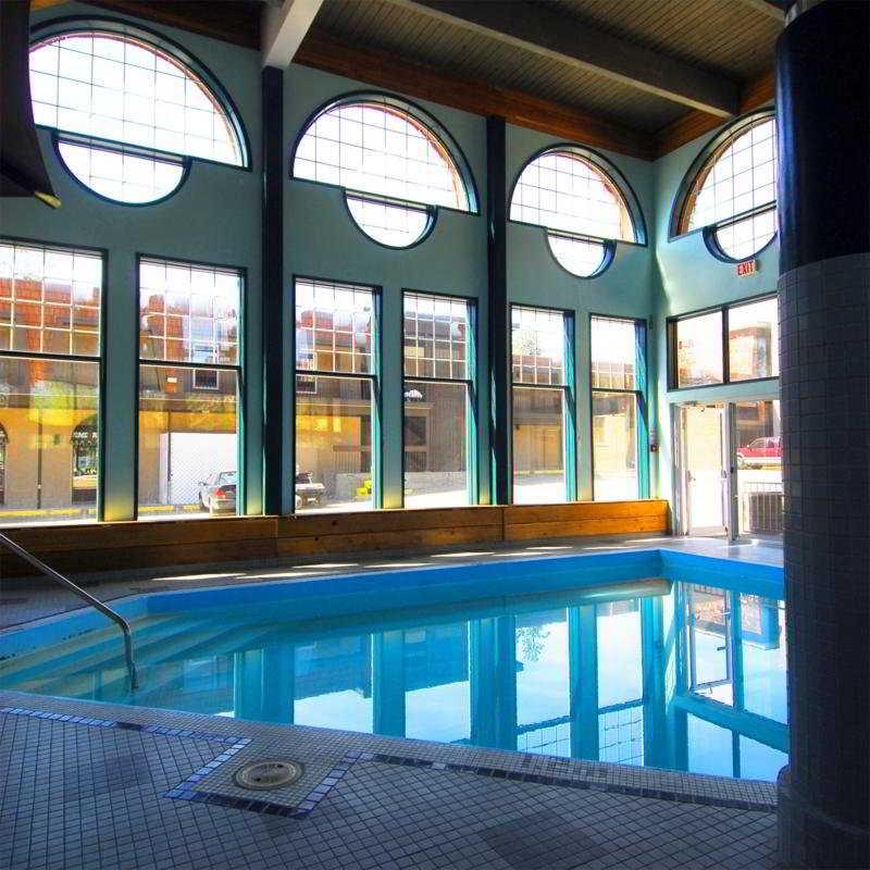 Pool Tonquinn Inn