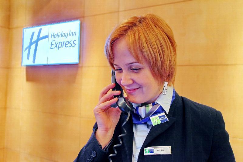 Lobby Holiday Inn Express Birmingham Redditch