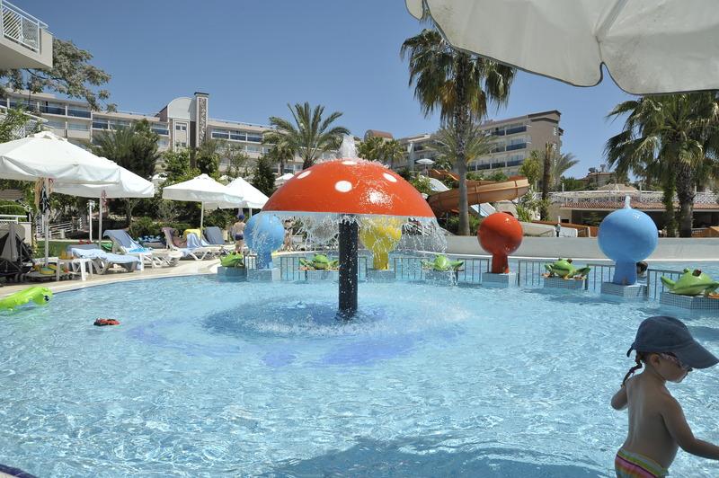 Pool Seaden Side Corolla