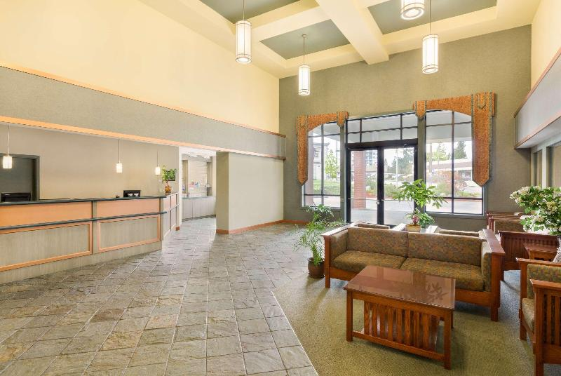 Lobby Ramada By Wyndham Nanaimo