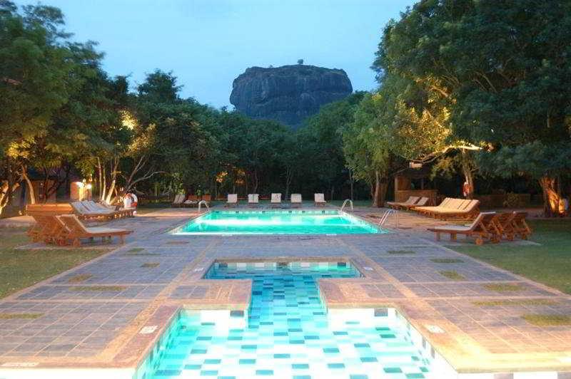 Pool Hotel Sigiriya