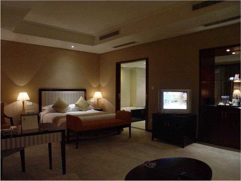 Room Regal Plaza