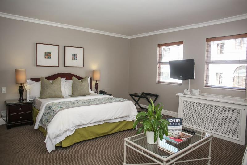 Room Bantry Bay Suite Hotel