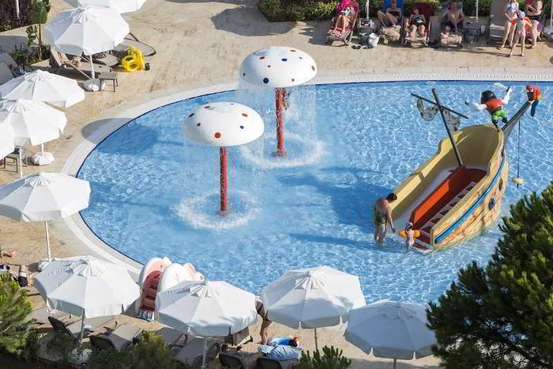 Pool Bellis Deluxe Hotel