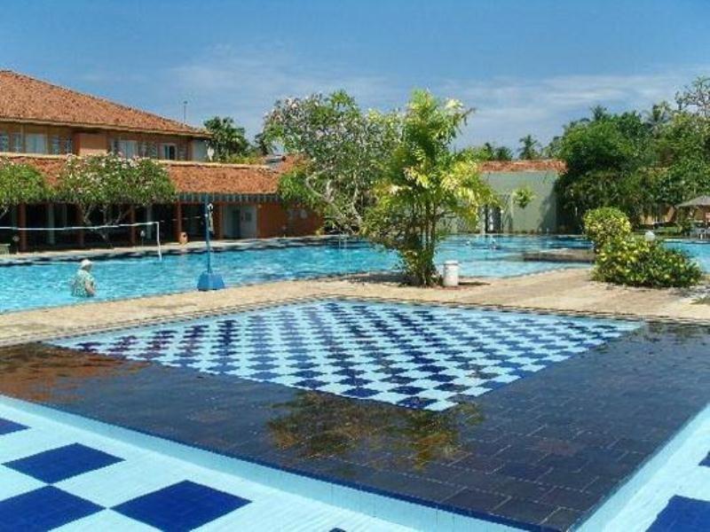 Pool Club Palm Bay Marawila