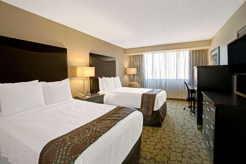 Ramada Airport Conference Center - Room - 11