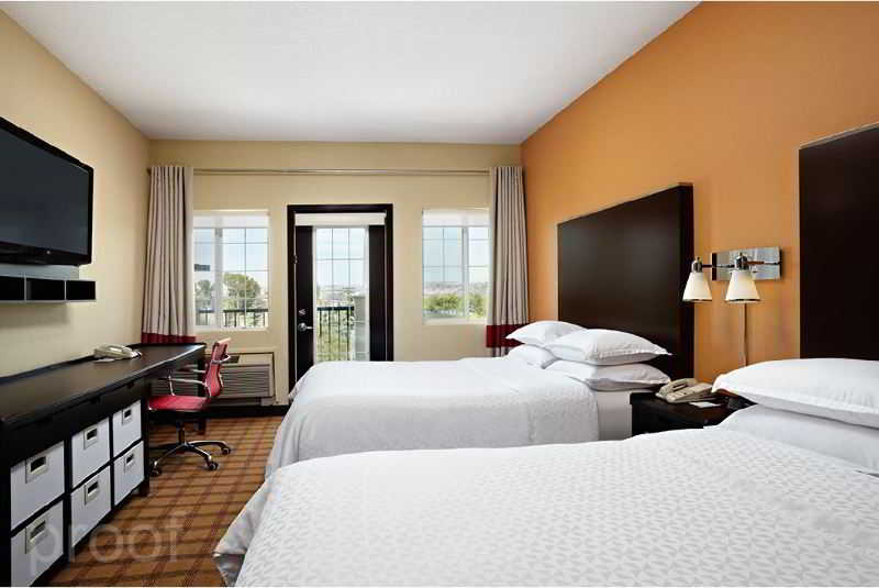 Room Four Points By Sheraton Calgary West